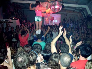 anna-on-top-of-crowd